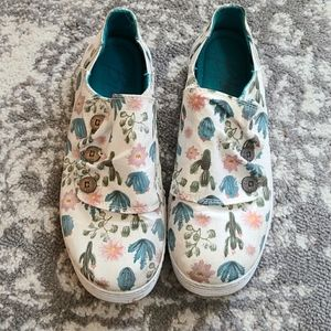 UECBlowfish size 8 tennis shoes